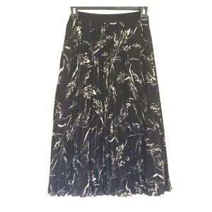 H&M pleated skirt (NWOT)